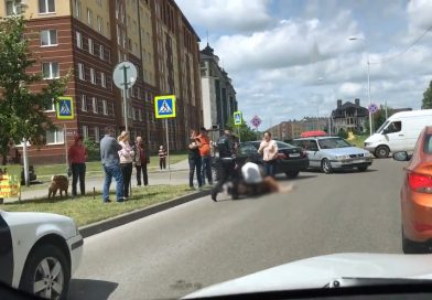 Только что сбили пешехода на пешеходном переходе. Артиллерийская — Шахматная. В Калининграде.