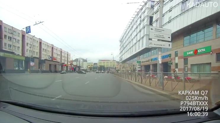 Лошади нагадили прямо в центре Калининграда