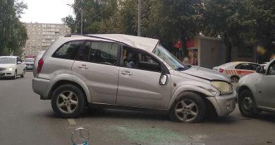 Сегодня на ул. Портовой в Калининграде произошло ДТП с переворотом.